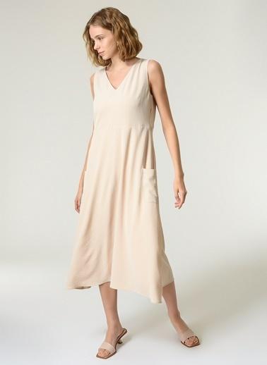 NGSTYLE Kadın V Yakalı Rahat Fit Elbise NGKSS21EL0030 Krem